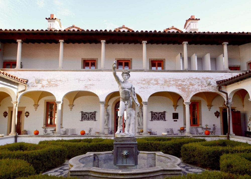 Villa terrace decorative arts museum ten and design destinations arches - Villa decoratie ...